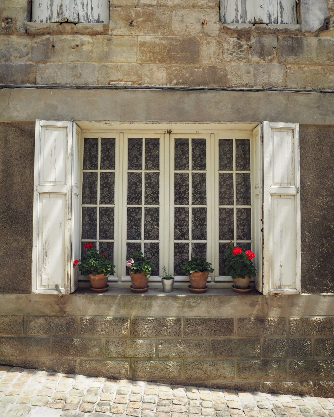 Pretty window and flowers in St-Emilion