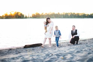 Family Session on the Columbia River at Frenchman's Bar – Destination Photographer
