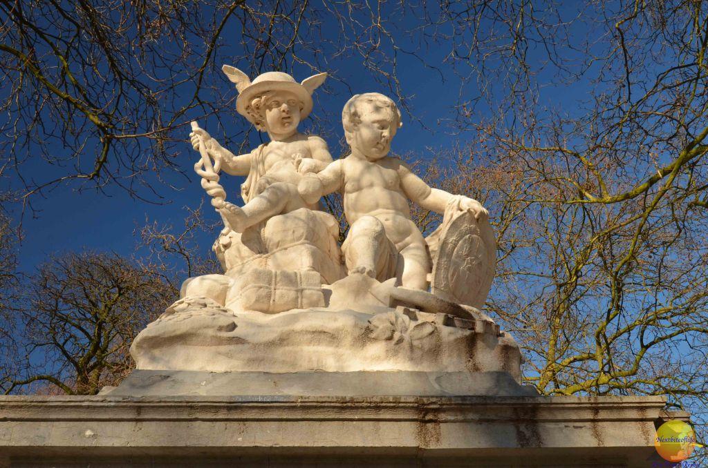 royal park brussels statues babies