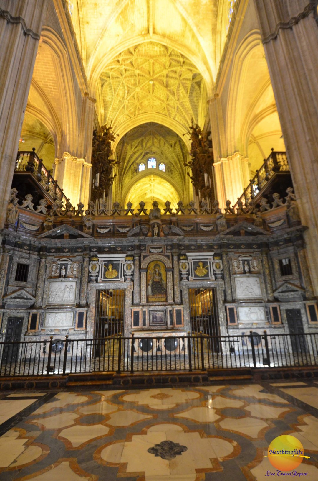 alter at seville cathedral