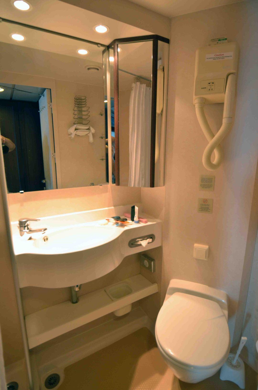 fathom adonia cabin bathroom