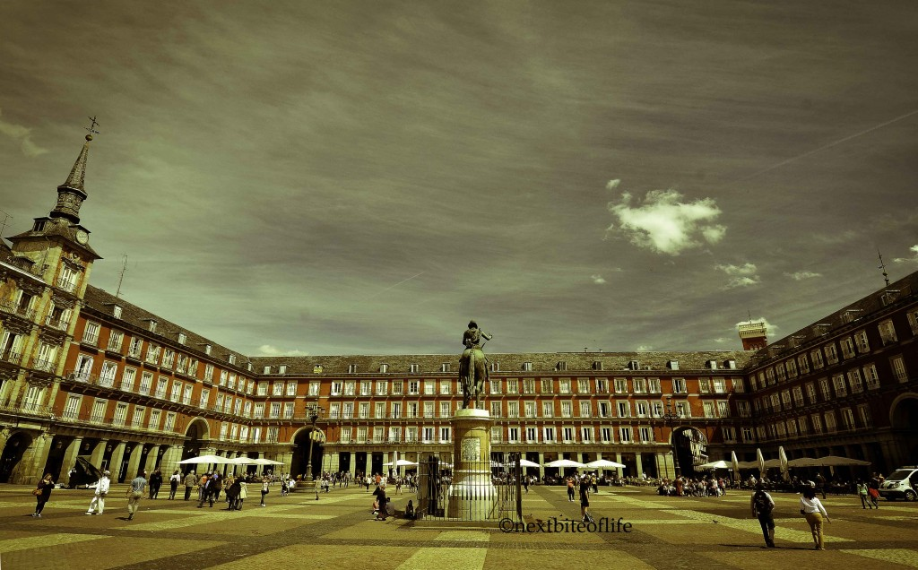 how to spend a day in madrid plaza mayor
