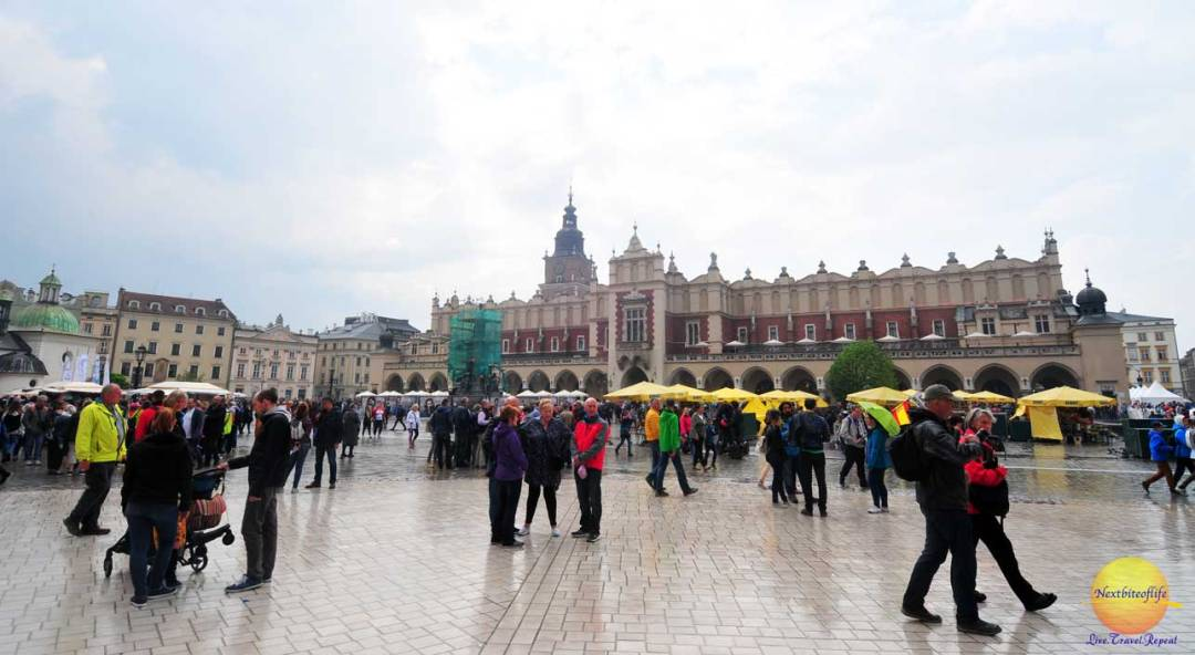 cool useful krakow guide main square people