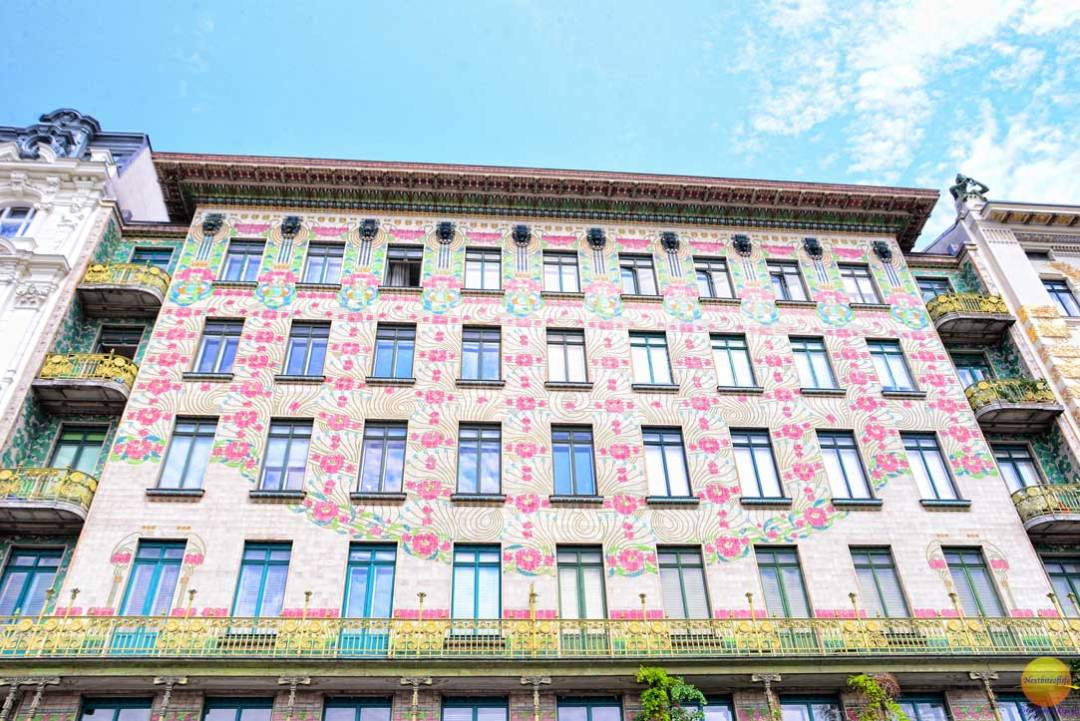 beautiful building in Vienna with rose murals