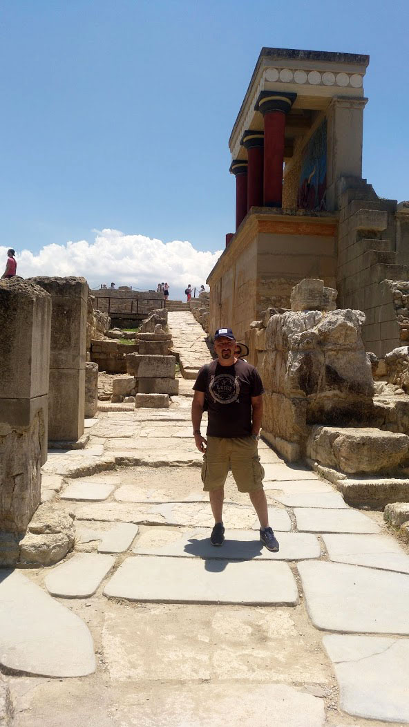royal road knossos palace with man