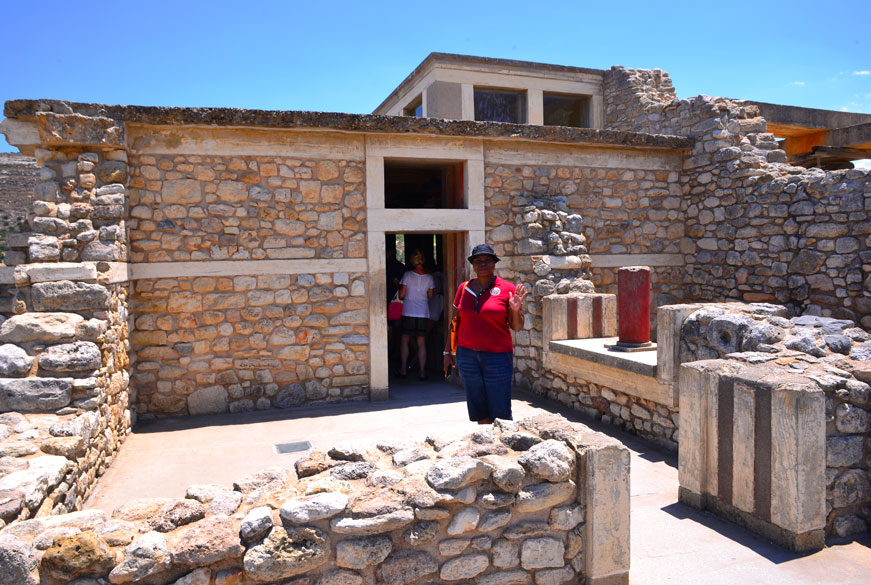entrance to throne room knossos palace