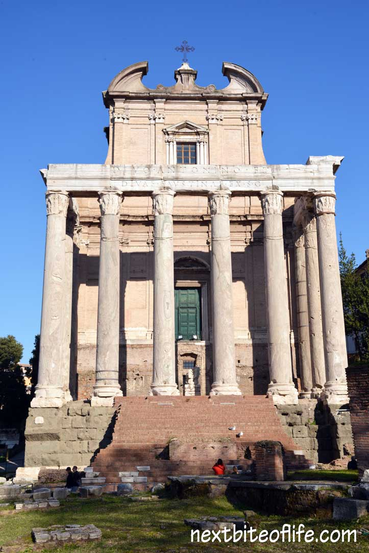 column house Rome with step free green door.
