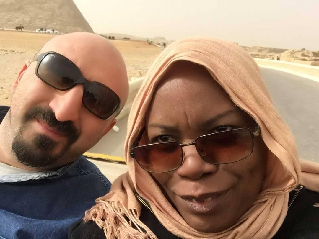 selfie in pyramids of giza pic