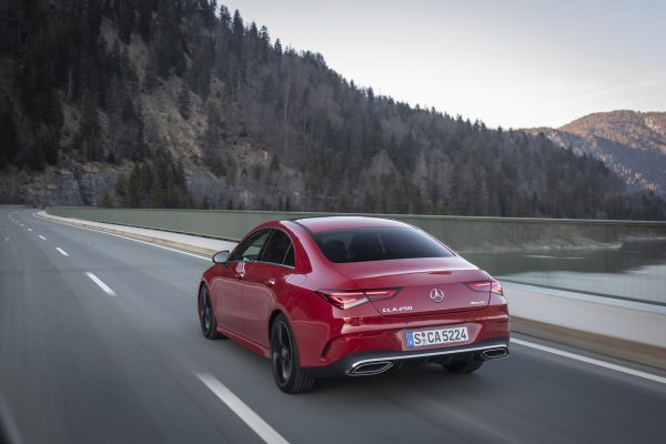 Mercedes-Benz CLA 250 4MATIC Coupe, jupiterrot, AMG Line, Ledernachbildung ARTICO Mikrofaser DINAMICA schwarz;Kraftstoffverbrauch kombiniert: 6,7-6,5 l/100 km; CO2-Emissionen kombiniert: 153-149 g/km* Mercedes-Benz CLA 250 4MATIC Coupe, jupiter red, AMG Line, ARTICO man-made leather, DINAMICA microfiber black.;Fuel consumption combined: 6.7-6.5 l/100 km; Combined CO2 emissions: 153-149 g/km*