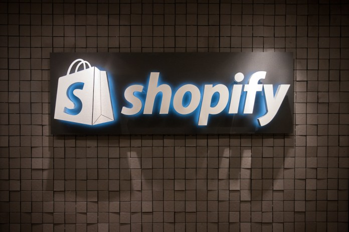 Top 10 Best E-Commerce Themes for Shopify !