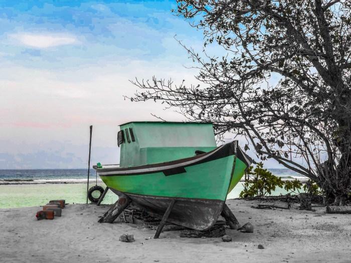 Visiting a maldivian island