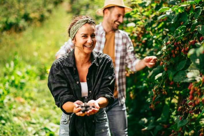 Foraging-Best-Hobbies-For-Couples