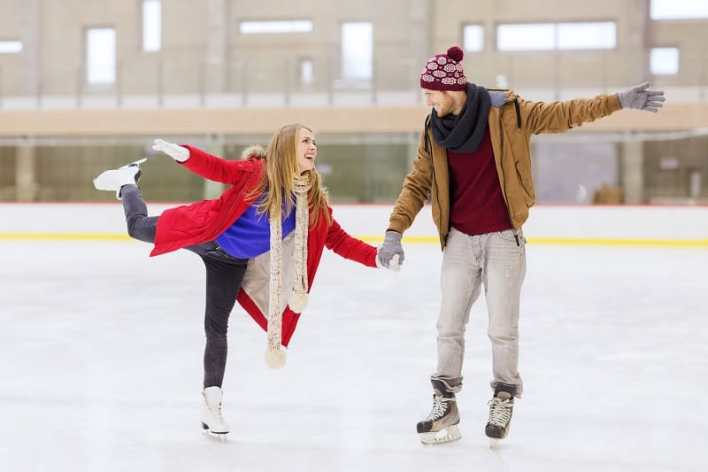 Ice-Skating-Best-Hobbies-For-Couples