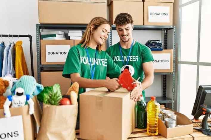 Volunteering-Best-Hobbies-For-Couples