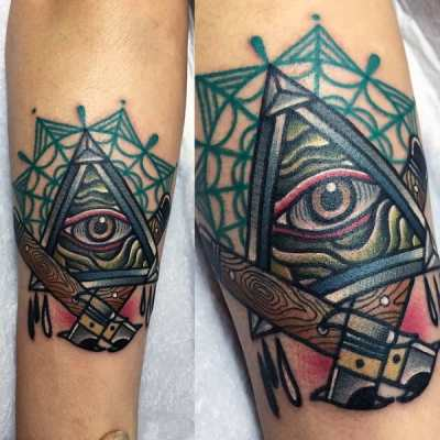 Mens Traditional Tool Illuminati Tattoo