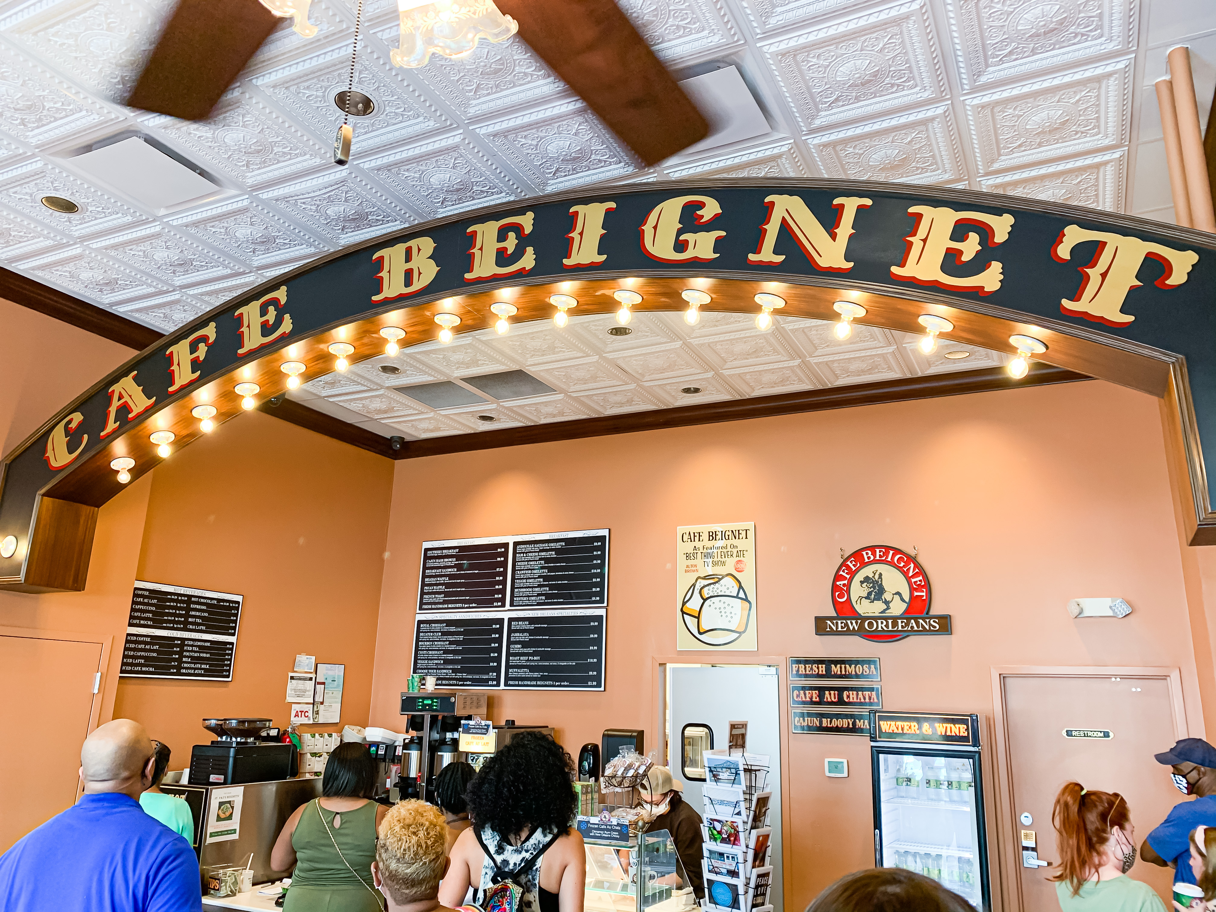cafe beignet for your trip to new orleans