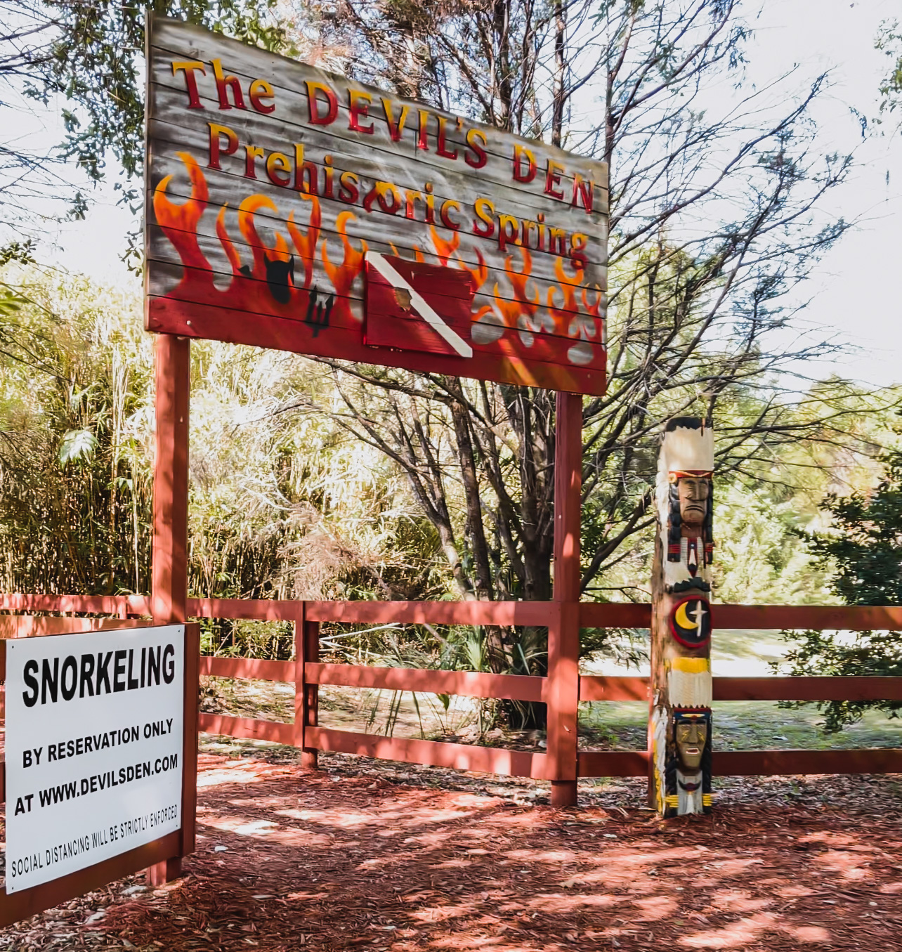devil's den prehistoric spring entrance sign
