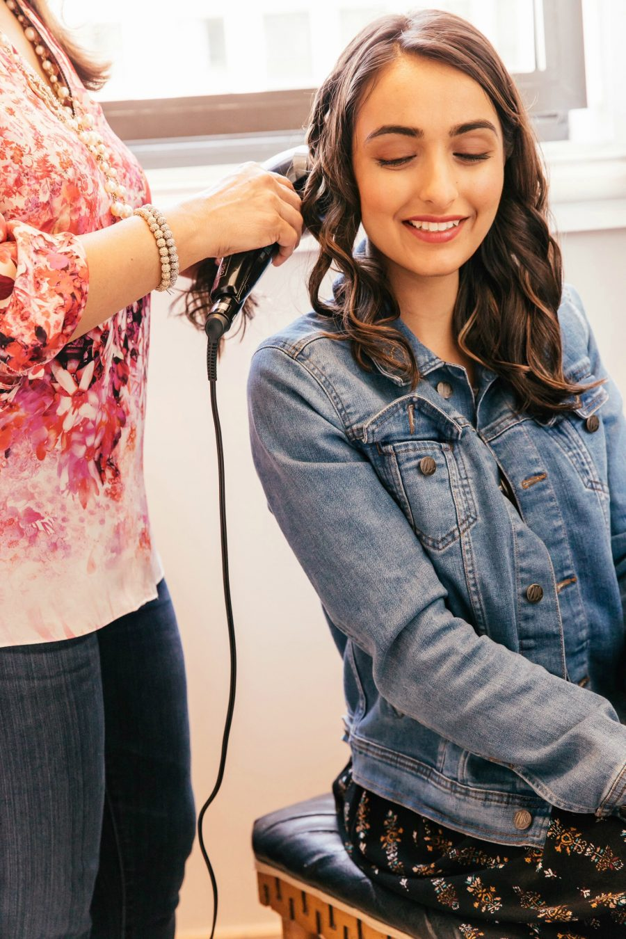 LA-based beauty blogger Nita Mann from Next With Nita shares pros and cons about the new Conair Secret 2.0 Curler and has a giveaway for Mother's Day!