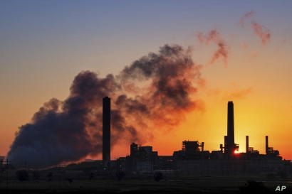 FILE - In this July 27, 2018, file photo, the Dave Johnson coal-fired power plant is silhouetted against the morning sun in Glenrock, Wyo. Jeremy Grantham, a British billionaire investor who's a major contributor to environmental causes, will fund…