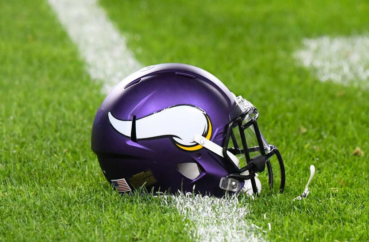NFL Notes: Chiefs, Titans, Vikings