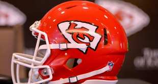 "Chiefs-Helmet-2 Chiefs RBs Coach Eric Bieniemy Has ""Inside Track"" For Offensive Coordinator Job"
