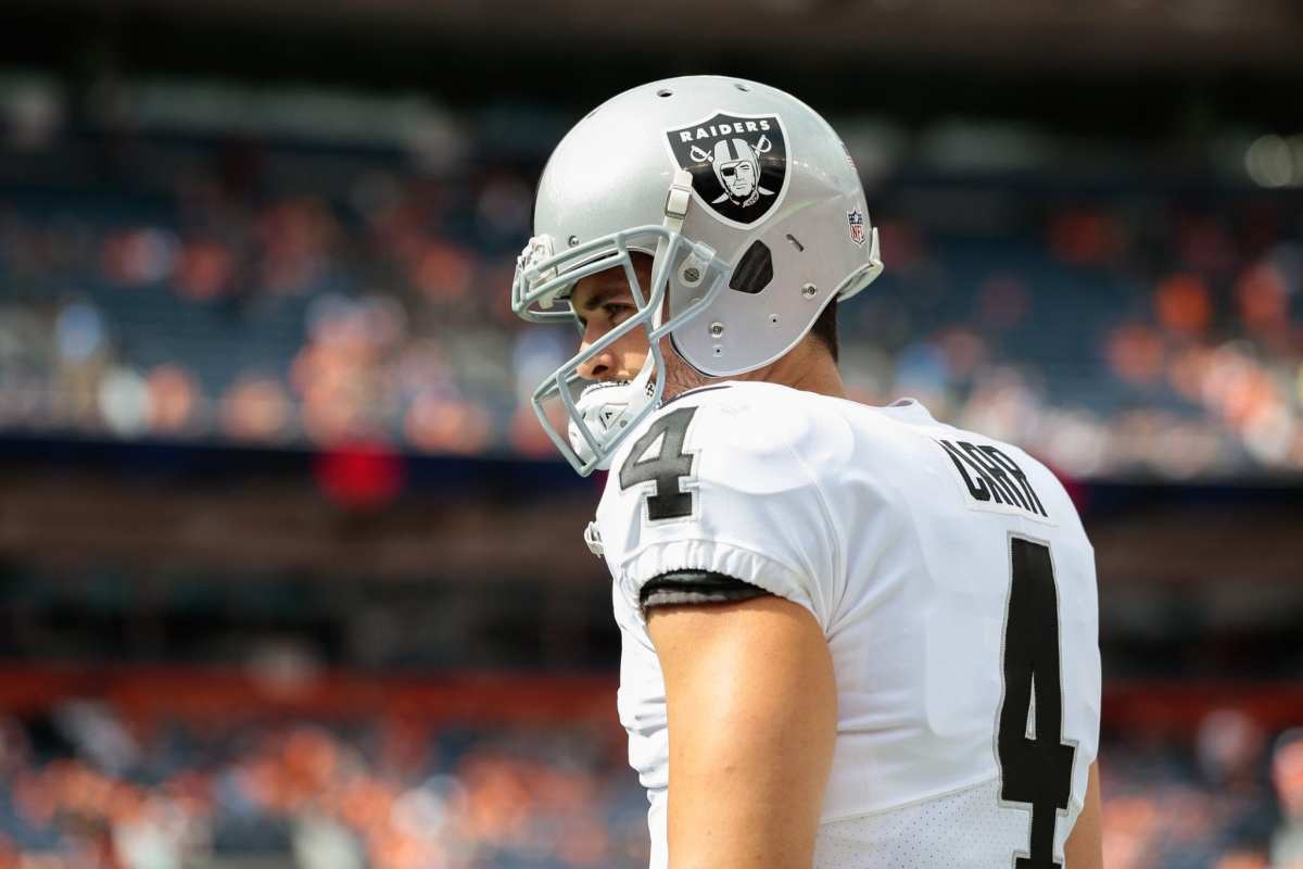 "Relationship Between Derek Carr & His Teammates Reportedly ""Fractured"""