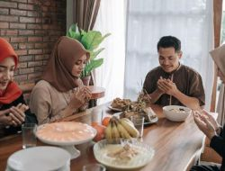 Doa Berbuka di Rumah Orang Lain