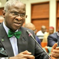 Fashola reveals state govts must be willing to pay compensations for roads' rehabilitation