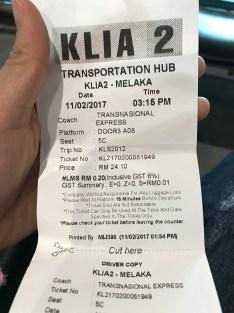 Vé xe bus, chờ từ 2h đến 3h 15. Huhu