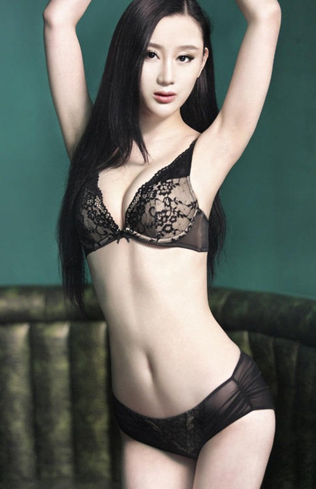 Than-hinh-boc-lua-cua-hot-girl-hoc-vien-hi-kich-thuong-hai-truong-uyen-hinh.jpg6