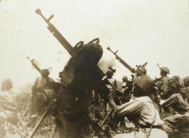 Đây là đợt tiến công gay go, quyết liệt, hai bên giành nhau từng tấc đất, giao thông hào. Cả hai bên đều bị thiệt hại lớn. Sau một tháng chiến đấu, Việt Minh làm chủ nhiều cứ điểm, pháo cao xạ 37 mm của Việt Minh ngày càng tiến sâu vào trận địa.