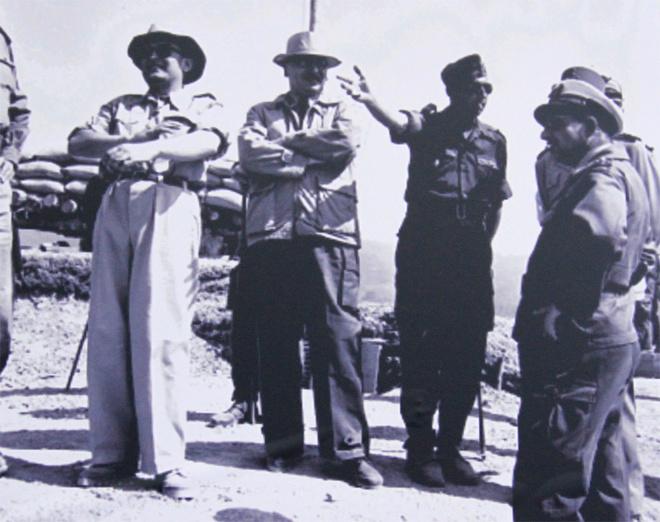 Có 16.000 quân Pháp tại đây, được bố trí ở 3 phân khu. Phân khu Bắc gồm Him Lam, Độc Lập, Bản Kéo. Phân khu trung tâm gồm các cao điểm phía Đông, sân bay Mường Thanh, và các cứ điểm phía tây Mường Thanh. Phân khu Nam gồm cụm cứ điểm và sân bay Hồng Cúm.