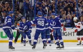 Lightning comemora vitória e classificação para próximo round