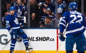 Jogadores de Toronto comemoram vitória em Jogo 6