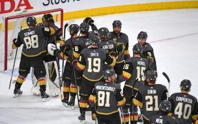 Vegas comemora vitória no primeiro jogo dos playoffs
