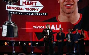 Taylor Hall recebe o Hart Trophy
