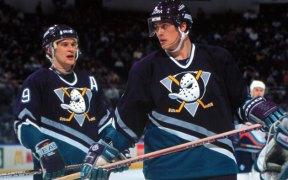 Os Anaheim Ducks foram fundados após a Disney lançar o filme Mighty Ducks
