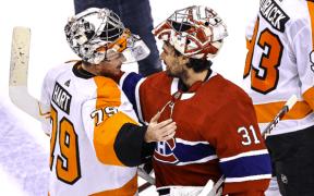 Flyers eliminam os Canadiens e Carter Hart e Carey Price se cumprimentam ao final da série