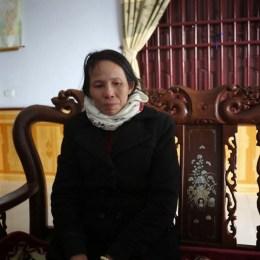 """Vợ liệt sỹ Hồ Công Đệ (Hải Thượng, Tĩnh Gia, Thanh Hóa), chị Cao Thị Bình (sinh 1958) – vốn là một cựu binh – đã phải vào Vũng Tàu làm """"osin"""" suốt 8 năm để nuôi 3 con ăn học."""