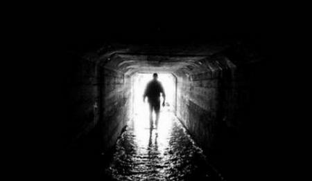 Bao giờ thấy ánh sáng cuối đường hầm? - Minh họa: jaszhir.hu