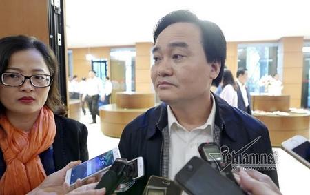 """Bộ trưởng Giáo dục - Đào tạo Phùng Xuân Nhạ cho rằng cô giáo bị ép buộc đi """"tiếp khách"""" trước hết là lỗi của cô - Ảnh: Phạm Hải (vietnamnet.vn)"""