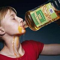 mẹo uống rượu không say - uống dầu ăn