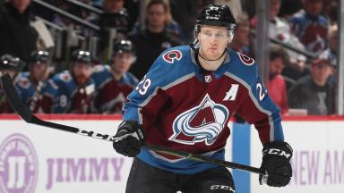 MacKinnon would 'take less again' to help Avalanche: report