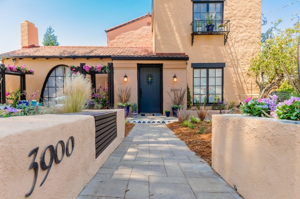 HGTV Curb Appeal with John Gidding