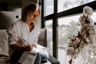 vrouw-zitten-kwaliteiten-ontdekken