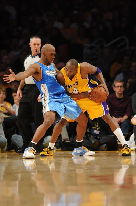 e84872901af5 Kobe Bryant posting up in the Nike Zoom Kobe V