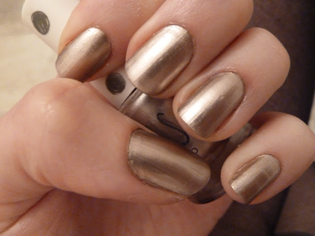 6 Gold Nail Polish Ideas In