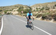Farsan cyklade uppför sitt första berg