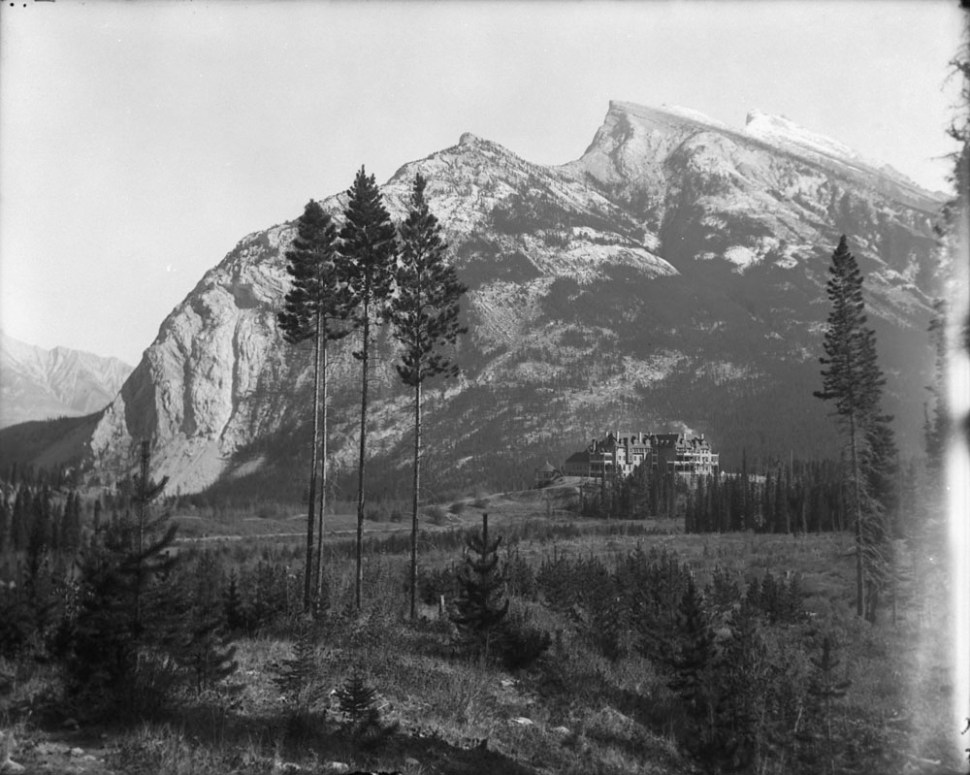 A view of the Banff Springs Hotel in 1901.