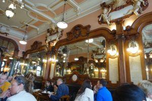 Im Café Majestic